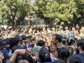 जेएनयू विवाद : चार सदस्यीय छात्र दल मांग-पत्र लेकर मानव संसाधन मंत्रालय पहुंचा