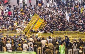 सफदरजंग मकबरे के पास प्रदर्शन कर रहे 100 छात्रों को पुलिस ने गिरफ्तार किया