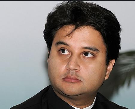 कांग्रेस से नाराज ज्योतिरादित्य सिंधिया ! बीजेपी में जाने की अफवाहों का किया खंडन