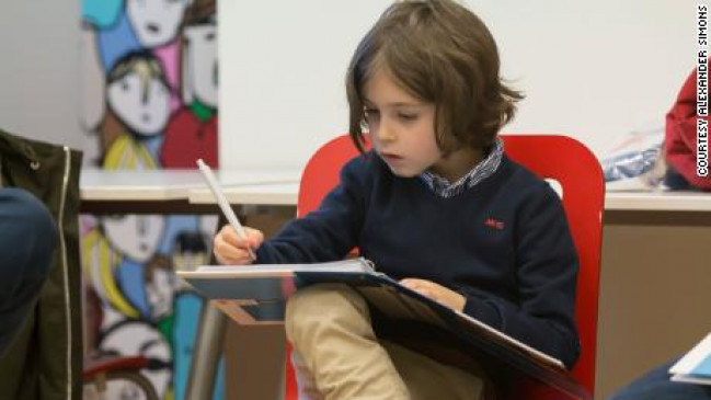 जिस उम्र में बच्चे नहीं समझते अपना अच्छा-बुरा, उस उम्र में यह बच्चा कर रहा ग्रेजुएशन डिग्री
