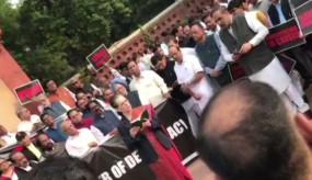 सोनिया गांधी के नेतृत्व में विपक्षी दलों ने संविधान दिवस समारोह का किया बहिष्कार