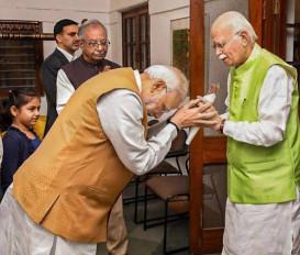 92 के हुए लालकृष्ण आडवाणी, PM मोदी ने घर जाकर दी जन्मदिन की बधाई
