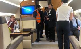 लगता है, हवाईजहाज देखते ही नवाज शरीफ ठीक हो गए : इमरान