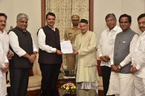 महाराष्ट्र: फ्लोर टेस्ट से पहले गिरी सरकार, अजित के बाद फडणवीस का भी इस्तीफा