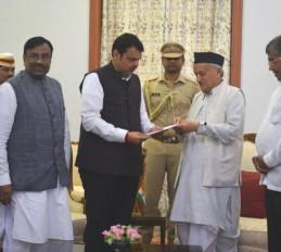 महाराष्ट्र: भाजपा को राज्यपाल का निमंत्रण, फडणवीस बनेंगे मुख्यमंत्री !
