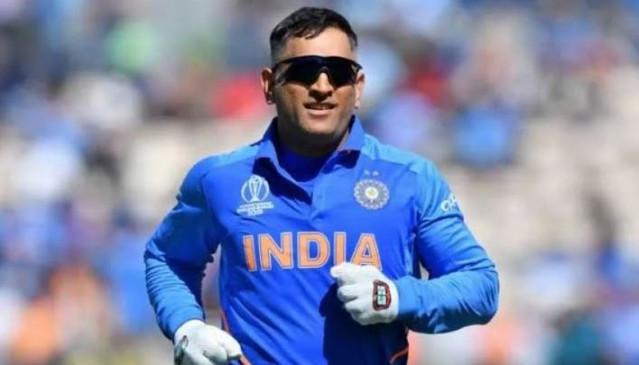 टीम इंडिया के पहले डे-नाइट टेस्ट मैच में कॉमेंट्री करेंगे महेंद्र सिंह धोनी