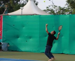 धोनी ने रांची में क्रिकेट की जगह खेला टेनिस, देखें तस्वीर