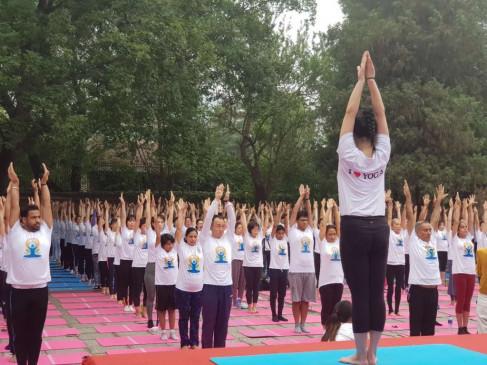 विश्व योग सम्मेलन में शामिल हुए एक हजार योग शिक्षक
