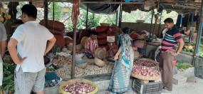 दिल्ली में 100 रुपये किलो हुआ प्याज, जबकि 50 फीसदी टूटा थोक भाव
