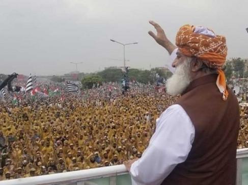 पाकिस्तान : फजल ने कहा, मौजूदा संसद फर्जी, नई संसद बनाए सेना प्रमुख कानून