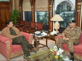 पाकिस्तान : सेना प्रमुख मामले में कानून की राह मुश्किल, सीनेट में सरकार के पास बहुमत नहीं