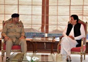 पाकिस्तान: सुप्रीम कोर्ट से आर्मी चीफ बाजवा को झटका, सस्पेंड किया तीन साल का एक्सटेंशन