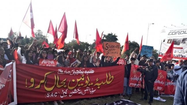 देशव्यापी आंदोलनों से घिरा पाकिस्तान, इमरान को कुर्सी गंवाने का डर