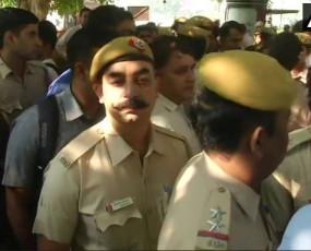 वकीलों के खिलाफ प्रदर्शन पर दिल्ली पुलिस ने किरण बेदी के लगाए नारे