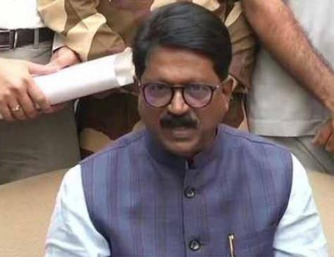 राष्ट्रपति कोविंद ने अरविंद सावंत का इस्तीफा मंजूर किया, जावड़ेकर को मिला प्रभार