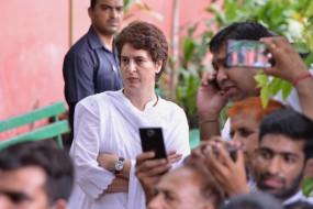 प्रियंका गांधी का अमेठी डीएम पर निशाना, कहा- शर्मनाक व्यवहार आए दिन होता है