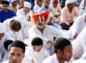 उत्तर प्रदेश: राजनीतिक दल चुनाव से पहले मुसलमानों को लुभाने में जुटे