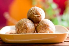 घर पर बनाएं सिंघाड़े के आटे और मूंगफली के लड्डू