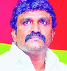 मुंबई के काॅन्ट्रैक्टर को झांसा देकर ठगा, गैंगस्टर संतोष आंबेकर के खिलाफ एक और प्रकरण दर्ज