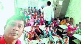 इधर-उधर घूमने वाले 50 बच्चे पहली बार पहुंचे स्कूल, क्लासरूम में पहुंचते ही चमके चेहरे