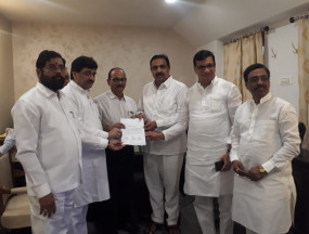 महाराष्ट्र: शिवसेना, कांग्रेस और एनसीपी के पास है बहुमत, राज्यपाल को सौंपा पत्र
