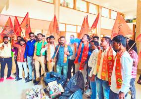 कचरा संकलन में नई एजेंसियां नाकाम , शिवसेना ने मनपा कार्यालय में किया प्रदर्शन
