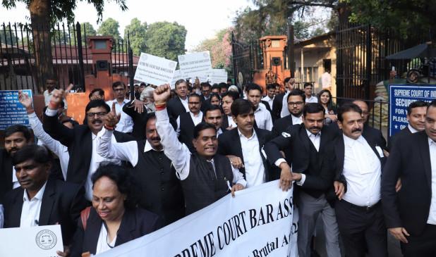 सुप्रीम कोर्ट के वकीलों ने मीडिया पर साधा निशाना