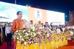 महाराष्ट्र में ठाकरे राज : शिंदे, देसाई, थोरात, राऊत, भुजबल बने मंत्री, न आ सकने पर सोनिया को मलाल