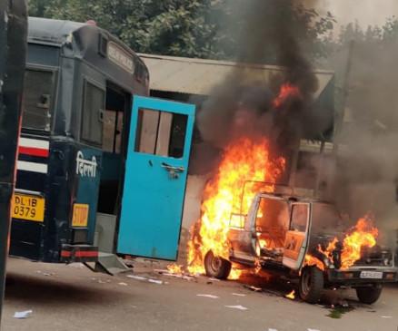 तीसहजारी मामला : 2 पुलिस अधिकारियों का तबादला