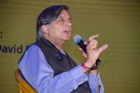 मोदी पर बयान के लिए कांग्रेस नेता शशि थरूर के खिलाफ वारंट जारी
