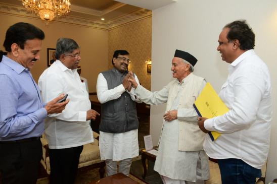 राऊत ने पूछा - राज्यपाल से मिलकर खाली हाथ क्यों लौटी बीजेपी, थोपना चाहते हैं राष्ट्रपति शासन