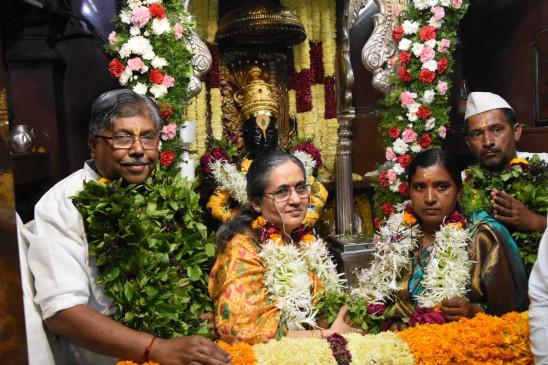 भगवान विठ्ठल की पूजा में शामिल हुए पाटील, पूछा - क्या अब विचारधारा से समझौता करेगी शिवसेना