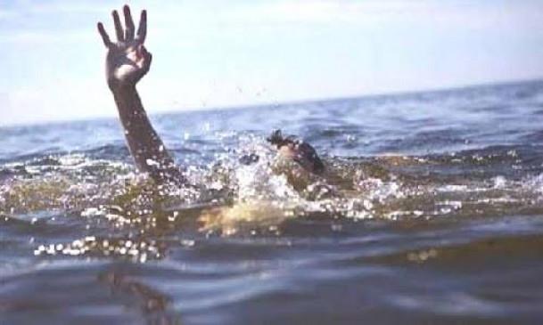 दोस्तों के साथ नर्मदा नदी में नहाने गया युवक डूबा, तलाश जारी