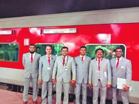 रेलवे बोर्ड ने बदला ड्रेस कोड, अब नागपुर-दुरंतो के टीटीई पहनेंगे ग्रे सूट