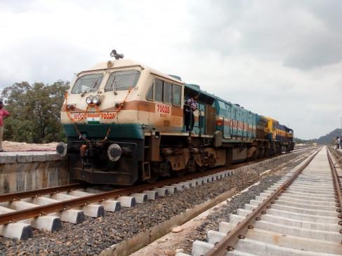 हादसा टला - ठंठ का असर , सतना-मानिकपुर के बीच ट्रेन की डाउन ट्रैक में मिला फ्रैक्चर