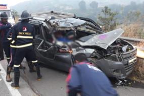 मुंबई-पुणे महामार्ग पर हादसा - कार को काटकर निकालना पड़ा शव, पुलिस निरीक्षक के बेटे ने किया सुसाइड