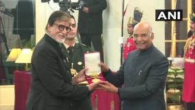 दादा साहब फाल्के अवॉर्ड से नवाजे गए अमिताभ, जीवनभर के योगदान के लिए दिया जाता है
