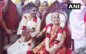 वृद्ध आश्रम में हुआ प्यार, फिर शादी के बंधन में बंधा वृद्ध जोड़ा