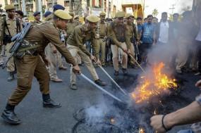नागरिकता बिल पर असम में बवाल, MLA के घर को जलाया, 2 लोगों की फायरिंग में मौत