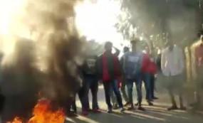 नागरिकता संशोधन बिल पर असम में विरोध-प्रदर्शन, सड़कों पर उतरे लोग