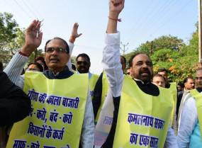 यूरिया की समस्या को लेकर भाजपा विधायकों ने विधानसभा तक किया मार्च