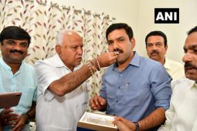 कर्नाटक उपचुनाव में बीजेपी की बड़ी जीत, कांग्रेस के दो शीर्ष नेताओं ने सौंपा इस्तीफा