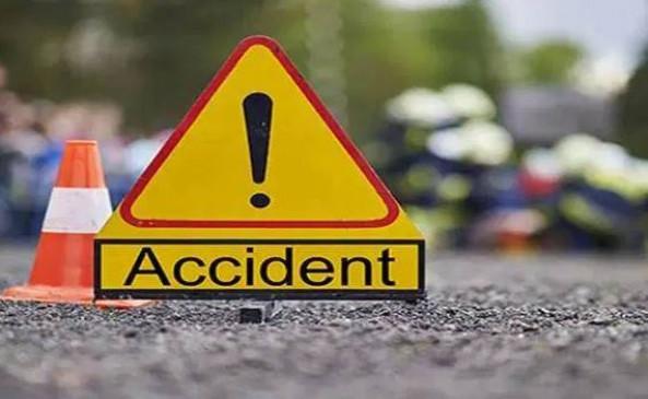 ट्रक से भिड़ी बोलेरो, एक दर्शनार्थी की मौत, 8 घायल