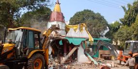 देवी मंदिर पर चला बुलडोजर, लोगों में भड़का आक्रोश, बड़ी संख्या में पुलिस बल तैनात