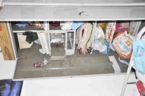 चर्च कम्पउंड में दो सूने आवासों में सेंधमारी, नगदी और जेवर चुराकर चोर फरार