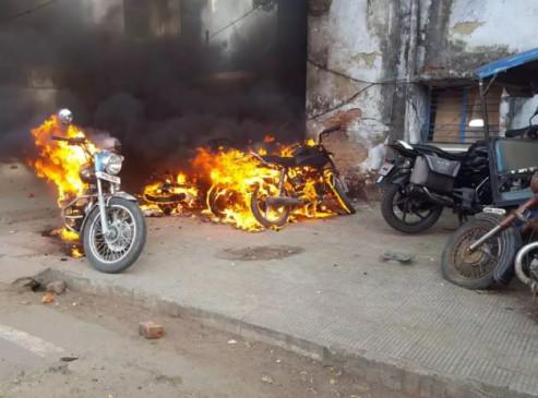 लखनऊ में CAA का विरोध, प्रदर्शन के दौरान एक युवक की मौत, उपद्रवियों ने जलाए 37 वाहन