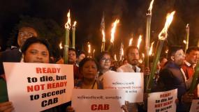 CAB: असम में बिल पर बवाल, PM मोदी का ट्ववीट-आपका हक नहीं छीना जाएगा