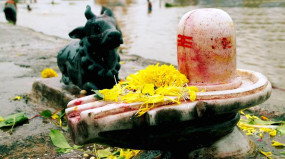 इस साल की अंतिम मासिक शिवरात्रि पर करें इन मंत्रों का जाप, जानें पूजा विधि