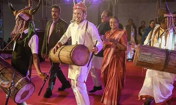 छत्तीसगढ़: राहुल ने नृत्य महोत्सव का किया उद्घाटन, आदिवासियों संग थिरके