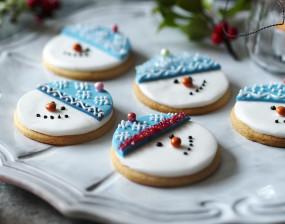Christmas special: बच्चों को पसंद आएगा स्नोमैन बिस्कुट, ऐसे बनाएं